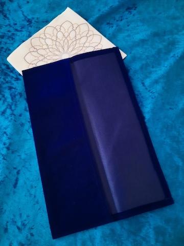 Stimmgabel-Etui mit Papiertuch